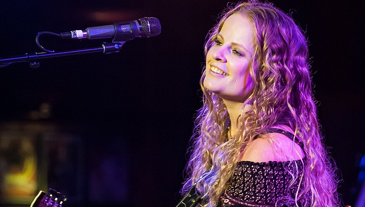 LA 'Best Country/Americana' artist Alice Wallace to play at Raven Cafe