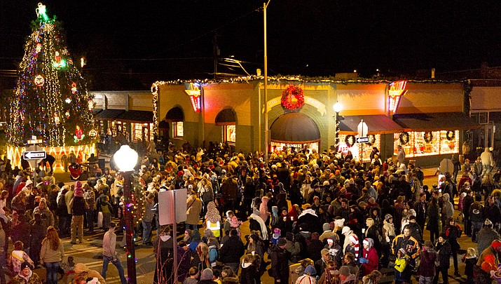 Williams kicks off the holidays with parade and tree lighting