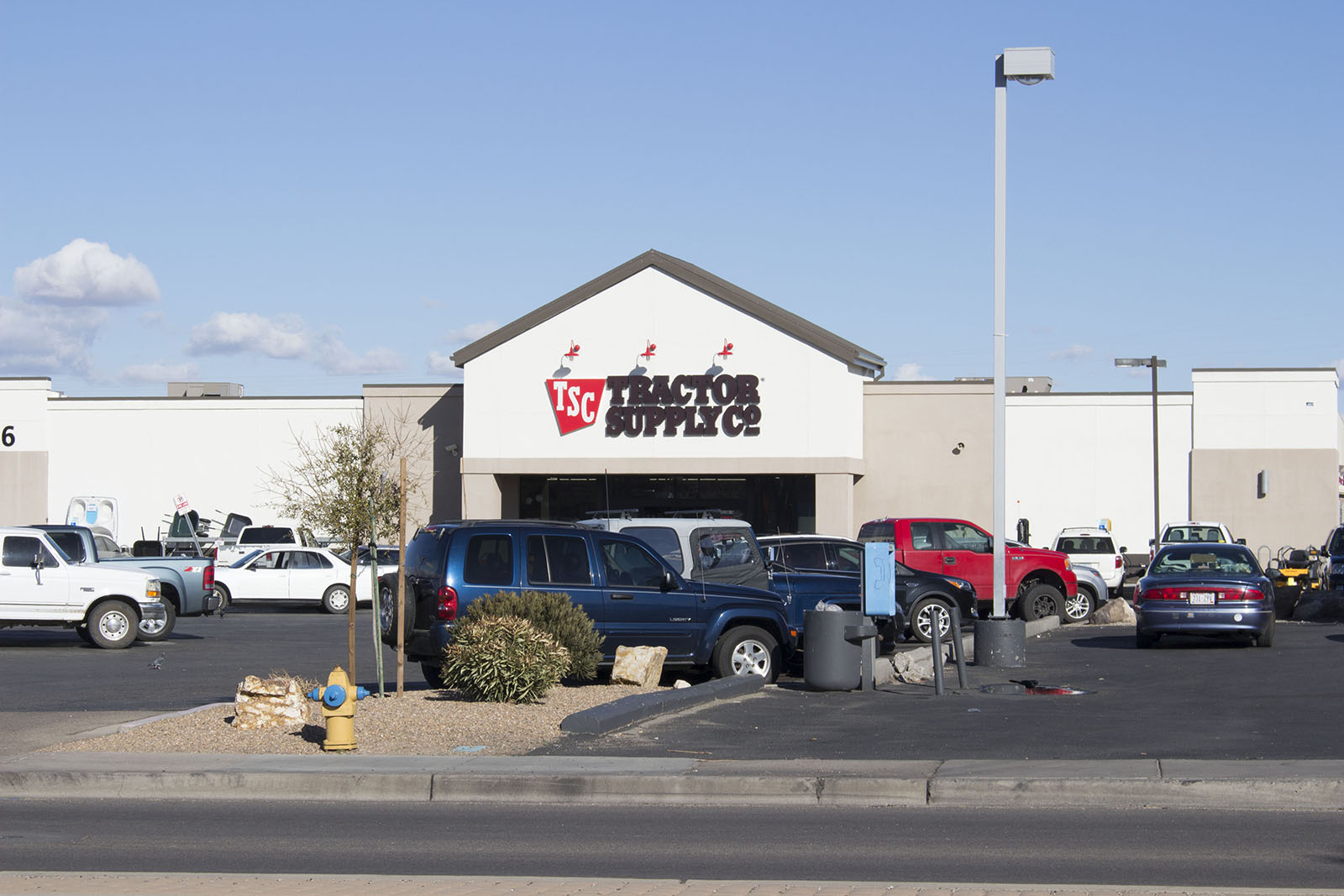 Tractor Supply Find It : Tractor supply company donates bags of pet food