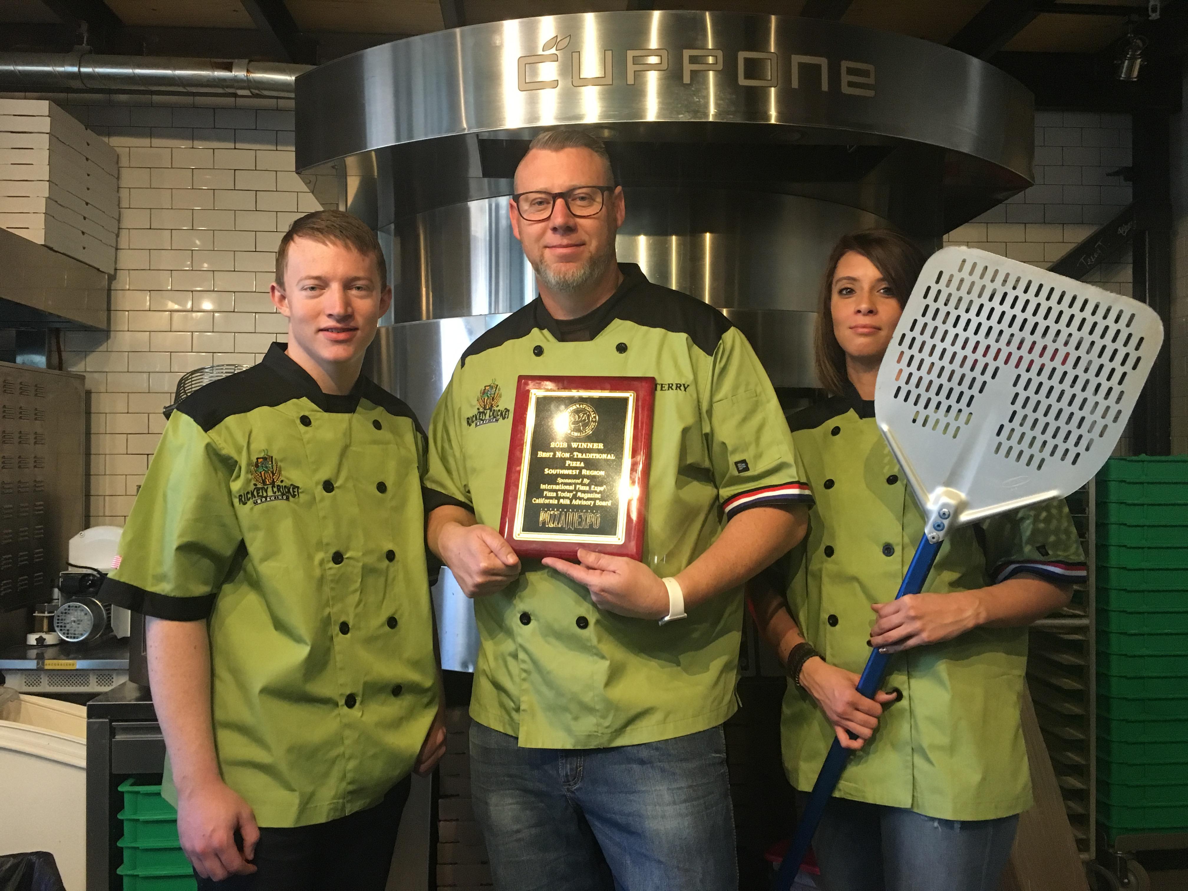 Local Pizza Joint Wins Big Award Kingman Daily Miner
