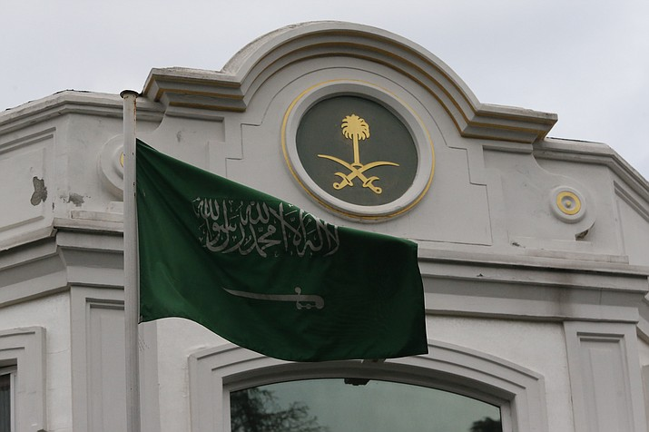 The Saudi Arabia flag flies outside the country's consul general's official residence in Istanbul, Wednesday, Oct. 24, 2018. Turkey's state-run news agency says Saudi officials did not allow Turkish investigators, probing the killing of Saudi journalist Jamal Khashoggi, to search a well in the garden of the Saudi Consulate. (Lefteris Pitarakis/AP)