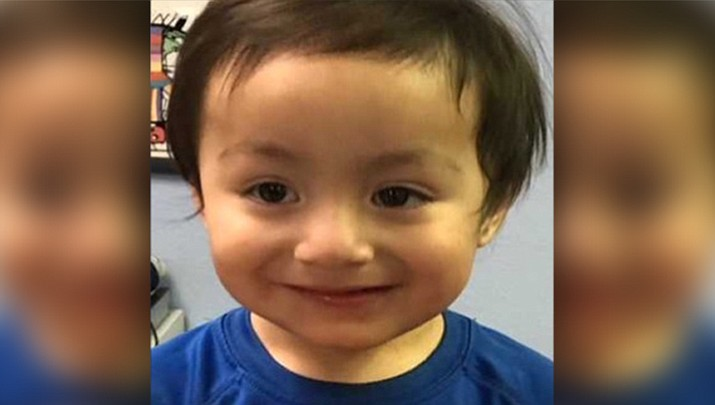 Phoenix police find unidentified toddler wandering in apartment complex