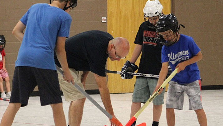 Floor hockey finding its place in Kingman