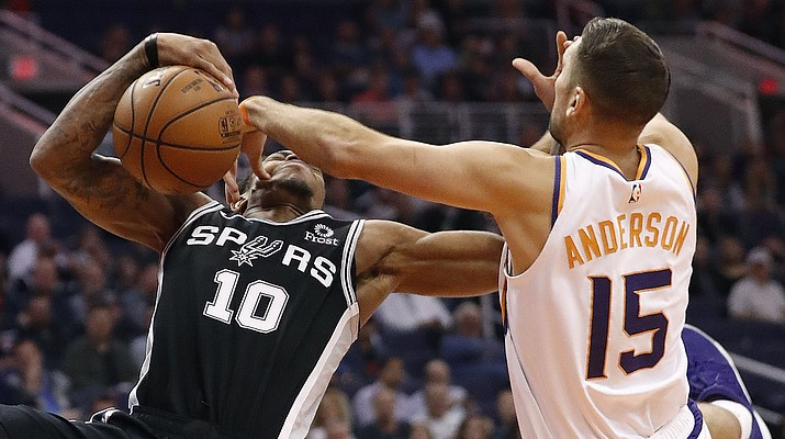 Suns slam Spurs as Warren scores 27