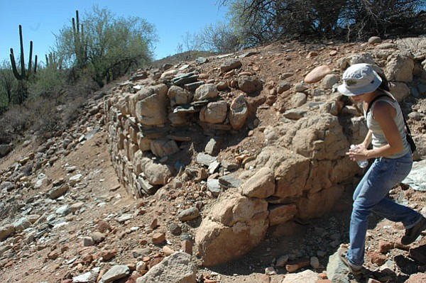 BB/CCN Photo/Bruce Colbert<br> Diel Lundin, archaeologist for EcoPlan Associates, toured Gillett with the Dewey-Humboldt and Black Canyon historical societies. Lundin is collecting historical data for EcoPlan.