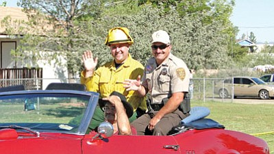 Mayer Fire wildland firefighter David Haynes and YCSO Lt. Rich Martin were Grand Marshals in Saturday's Cordes Lakes Days parade. <br> BBNPhoto/Pat Williamson