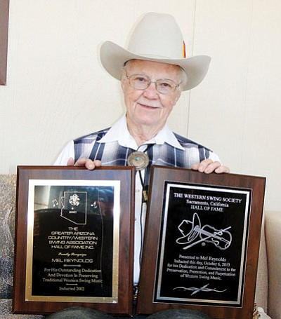 Cordes Lakes resident Mel Reynolds shows his plaques for inductions into two music Halls of Fame.<br>  BBNPhoto/Pat Williamson