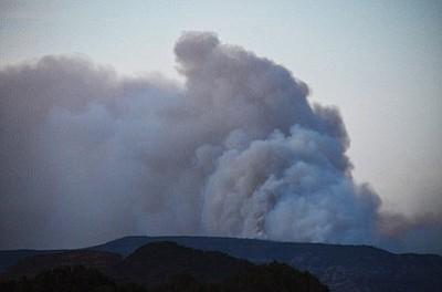 Heavy smoke from the Slide Fire in Oak Creek Canyon. (Photo courtesy of Jon Pelletier/Verde Independent)