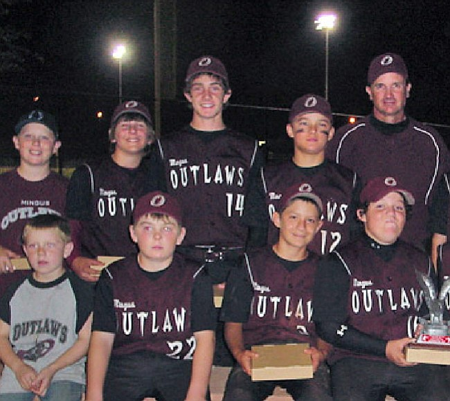 Courtesy Photo (Center) No. 14 Marshall Shill poses with his Mingus Outlaws baseball team.