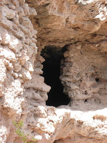 Along with the huge main pueblo, Clear Creek Ruin sports an extensive collection of cavates. A Museum of Northern Arizona study identified 58 cavates, but it is believed there are others hidden by rock fall. <br /><br /><!-- 1upcrlf2 -->