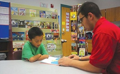 VVN/Raquel Hendrickson<br> Joseph Yanez Orega reads with South Verde sophomore Zack Mesa during a tutoring program at Camp Verde Elementary School.