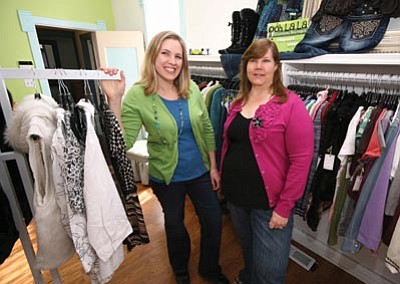 Matt Santos/ The Chino Valley Review<br>Ashleigh Quinn, left, and her mother Elaine Vang own Ooh la la Clothing Boutique stores in Chino Valley and Prescott.