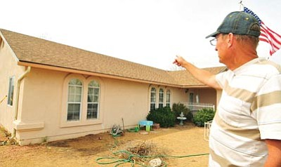 Les Stukenberg The Daily Courier Br Prescott Valley Resident Tim Reynolds Points Out