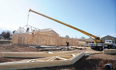Les Stukenberg/The Daily Courier<br> Workers install trusses on a multi-family home near the intersection of Manley and Viewpoint Drives in Prescott Valley Monday morning.