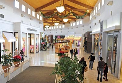 Matt Hinshaw/The Daily Courier<br>Prescott Gateway Mall patrons walk down the main hall while shopping Tuesday afternoon in Prescott.  Dallas-based Tabani Group bought the bank-owned mall this past Monday.