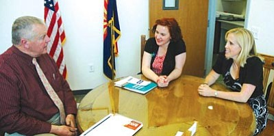 Patrick Whitehurst/The Daily Courier<br> Yavapai County School Superintendent Tim Carter speaks with Expect More Arizona's Jennifer Hernandez and Christie Silverstein in Prescott.