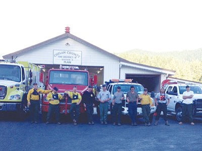Battalion Chief Mat Mayhall, fifth from left, poses with the crew he is supervising in Washington. (Courtesy photo)