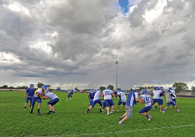 Matt Hinshaw/The Daily Courier<br>The Cougars run a play with head coach Wade Krug under plenty of cloud cover Aug. 27 in Chino Valley.