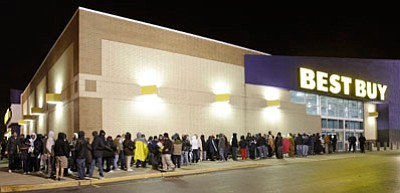 Hundreds of holiday shoppers wait for the doors to open at a Best Buy store. (Tony Dejak/The Associated Press, file)