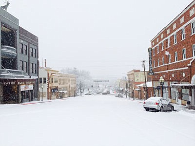 Cindy Barks/The Daily Courier<br /><br /><!-- 1upcrlf2 -->Snow blankets Gurley Street in downtown Prescott on Wednesday morning.