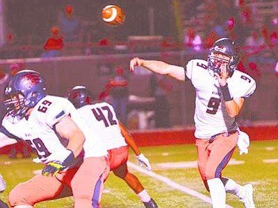 Vyto Starinskas, Verde Independent/Courtesy photo<br> Bradshaw Mountain quarterback Gunner Bundrick came up just short in leading a last-second comeback for the Bears in their section opener at Mingus Union Friday night, Oct. 2. Bradshaw lost, 20-15, at Bright Field in Cottonwood.