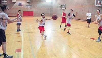 Bradshaw Mountain boys basketball players participate in a drill Wednesday afternoon, Nov. 18. (Les Stukenberg/The Daily Courier)