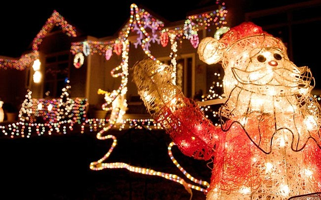 the daily couriermatt hinshaw a santa claus made out of christmas lights waves to - Chino Christmas Lights
