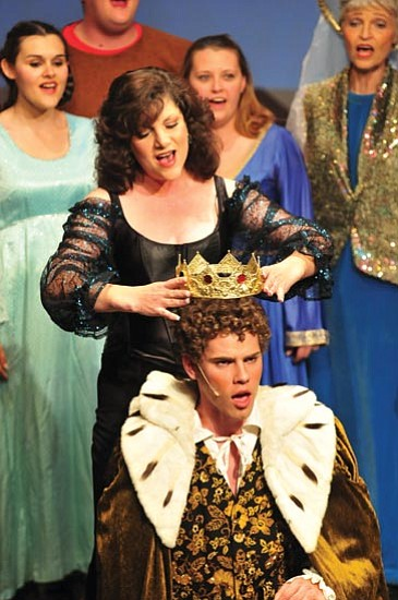 Leading player (Linda Miller) crowns Pippen (Jake d'Armand). <br> Les Stukenberg/The Scene