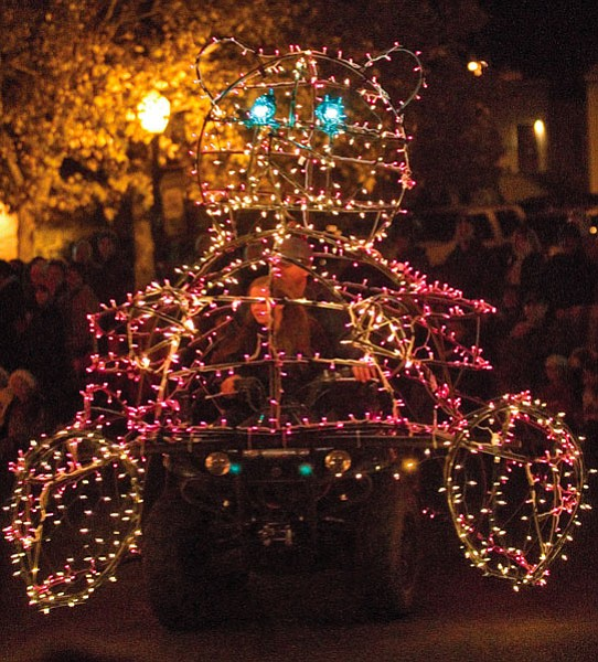 Matt Hinshaw/The Daily Courier<br> A Christmas light bear float was one of many floats in Holiday Lights Parade.