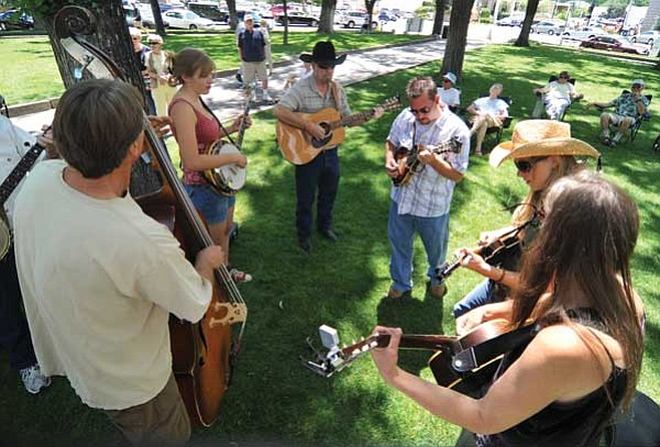 Les Stukenberg/The Daily Courier<br> A group gets together for a little informal jam during the Prescott Bluegrass Festival 2009 on Saturday in downtown Prescott.