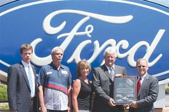 Galpin Ford Service >> Greg Galpin Gets 25 Year Award The Daily Courier