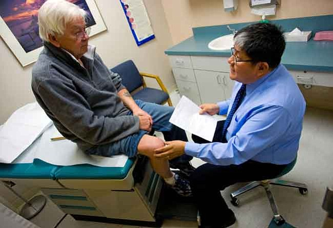 Michael Schennum/The Associated Press Medicare patient Tom White of Prescott Valley has his knee  checked out by Dr. Dennis Little  at Prescott Valley Primary and  Urgent Care Clinic.