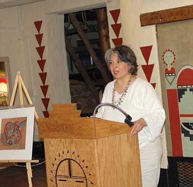 Linda Stein/The Daily Courier<br/>Artist Margarete Bagshaw, a third-generation Native American woman artist, speaks Sunday at the Smoki Museum. An exhibit of her work runs through May 28.