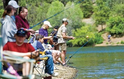 Matt Hinshaw/The Daily Courier<br> Anglers line the south shore of Lynx Lake during the 2009 Free Fishing Day in Prescott.