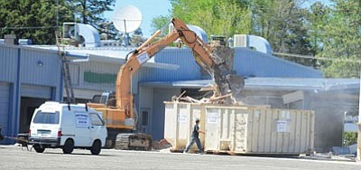 Les Stukenberg/The Daily Courier<br>A crew from Kuhles Salvage starts the demolition of the old Lamb Subaru dealership on Gail Gardener Drive in Prescott this past Monday.