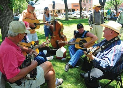 Les Stukenberg/The Daily Courier<br> Musicians get together and jam during the annual Prescott Bluegrass Festival on the courthouse plaza Saturday.