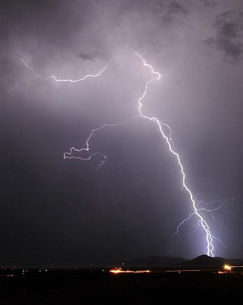 Les Stukenberg/The Daily Courier<br> A strong storm passed through the Prescott Valley area July 9 with wind, rain and lightning.