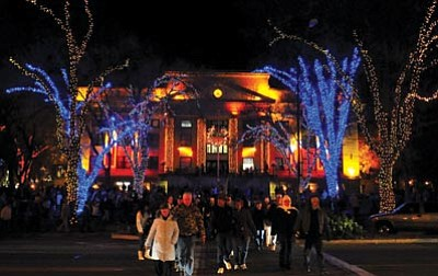 Matt Hinshaw/The Daily Courier<br> Thousands came out to the Dec. 4, 2010, courthouse lighting in downtown Prescott.
