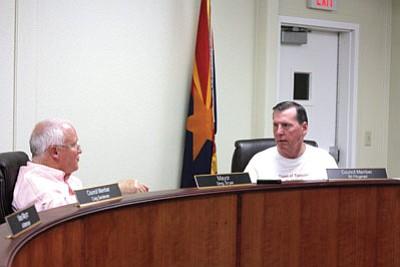 Mayor Greg Bryan and Councilman Bill Fitzgerald discuss future plans for Tusayan. Clara Beard/WGCN