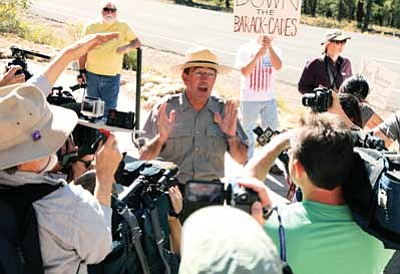 Park Superintendent Dave Uberuaga tackles questions from Tusayan protesters. Ryan Williams/WGCN