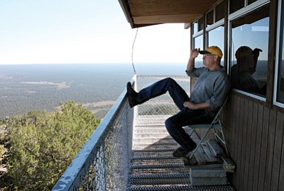Red Butte fire lookout Bruce Hill shades his eyes for a better view of Kaibab National Forest. Loretta Yerian/WGCN