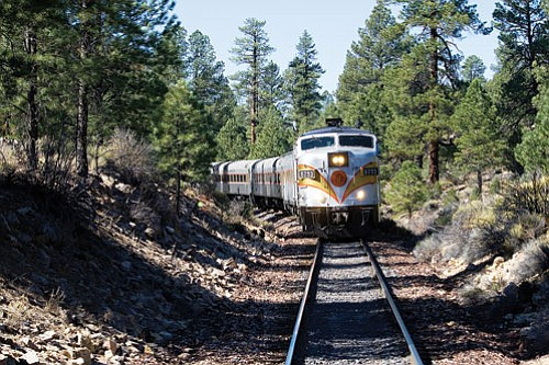 Photos/Grand Canyon Railway<br /><br /><!-- 1upcrlf2 -->Passengers enjoy varying scenes as the locomotive snakes through the trees.