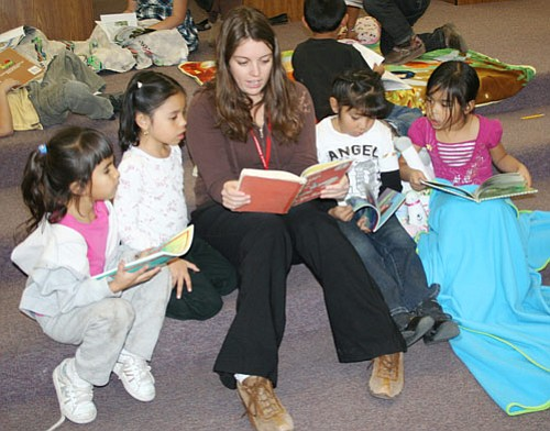 Mandy Fuhrman reads to students at last week's Snuggle Up With a Good Book day at Grand Canyon School.