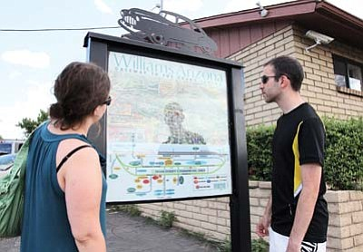 Ryan Williams/WGCN<br> Visitors to Tusayan use the Discovery Map® to find their way throughout the community.