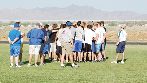 SHAWN BYRNE/Miner<br><br> Football practice ended Wednesday with the Bulldogs huddled together. New head coach Jamie Nelson is standing at the right.