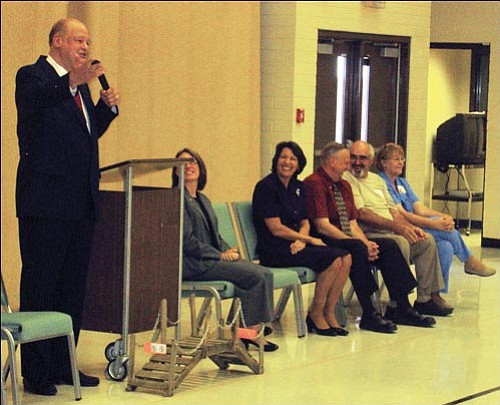 State Superintendent of Education Tom Horne speaks at Manzanita Elementary. The school earned Performing Plus recognition for the 2007-2008 academic year. <br>AARON ROYSTER/Miner