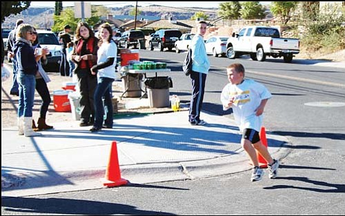 SHAWN BYRNE/Miner<br> Michael Bathauer turns the corner at Grandview Avenue and Gold Street, just seconds behind twin brother Matthew, at the end of the Kids Triathlon in the 2008 Dick Tomlin's Spirit of Triathlon in downtown Saturday.
