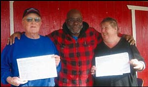 Neck and neck: Incorporate Golden Valley Chairman Henry Peairs Jr. (center) congratulates Ralph W. Eaton (left) and Patricia Randolph for being the first to gather enough petitions to fill petition sheets, shown here, in the race toward incorporating Golden Valley. GVG Photo/DONNA NEWMAN