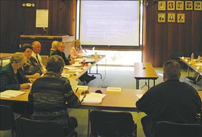 JAMES CHILTON/Miner<br><br> Department heads and members of the Kingman City Council discuss modifying the city�s water and wastewater fees Monday morning.