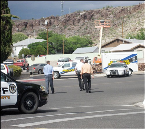 SUZANNE ADAMS/ Miner<br> Court administrator Kip Anderson (far left) walks with another court employee and a court security officer across Spring Street to meet the Kingman Police Department's Bomb Squad Friday afternoon. A bomb threat was called into the Superior Courthouse.